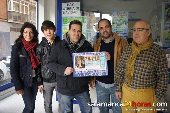 Manuel Nieto, Presidente de la asociación de Salamanca, da el 2º PREMIO DE NAVIDAD
