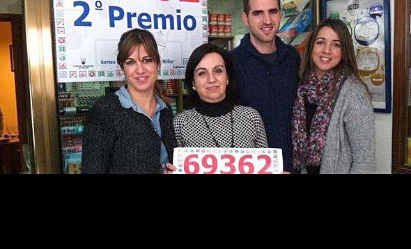 Pilar Hita de Granada, da el segundo premio en el Niño.