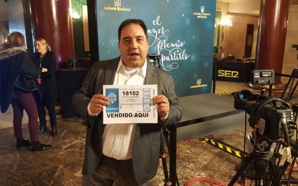 Nuestro compañero, José Mª Herrador, da el 5º premio del Sorteo Extraordinario de Navidad